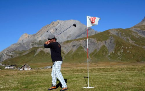 Pop Up-Golf: Kühe runter, Golfer rauf